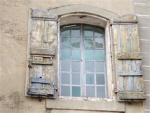 Vieille fenêtre de Villeneuve